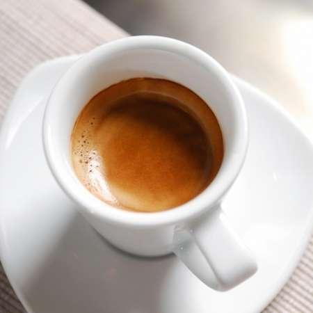 Italienischer Espresso hell